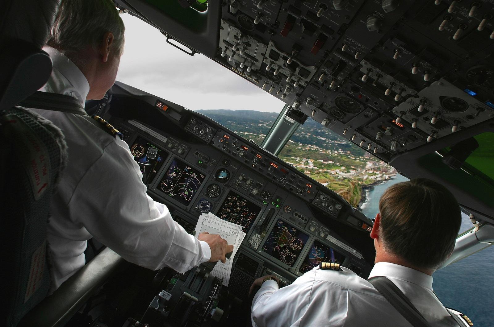 фото пилотов которые спасли самолет и пассажиров всему