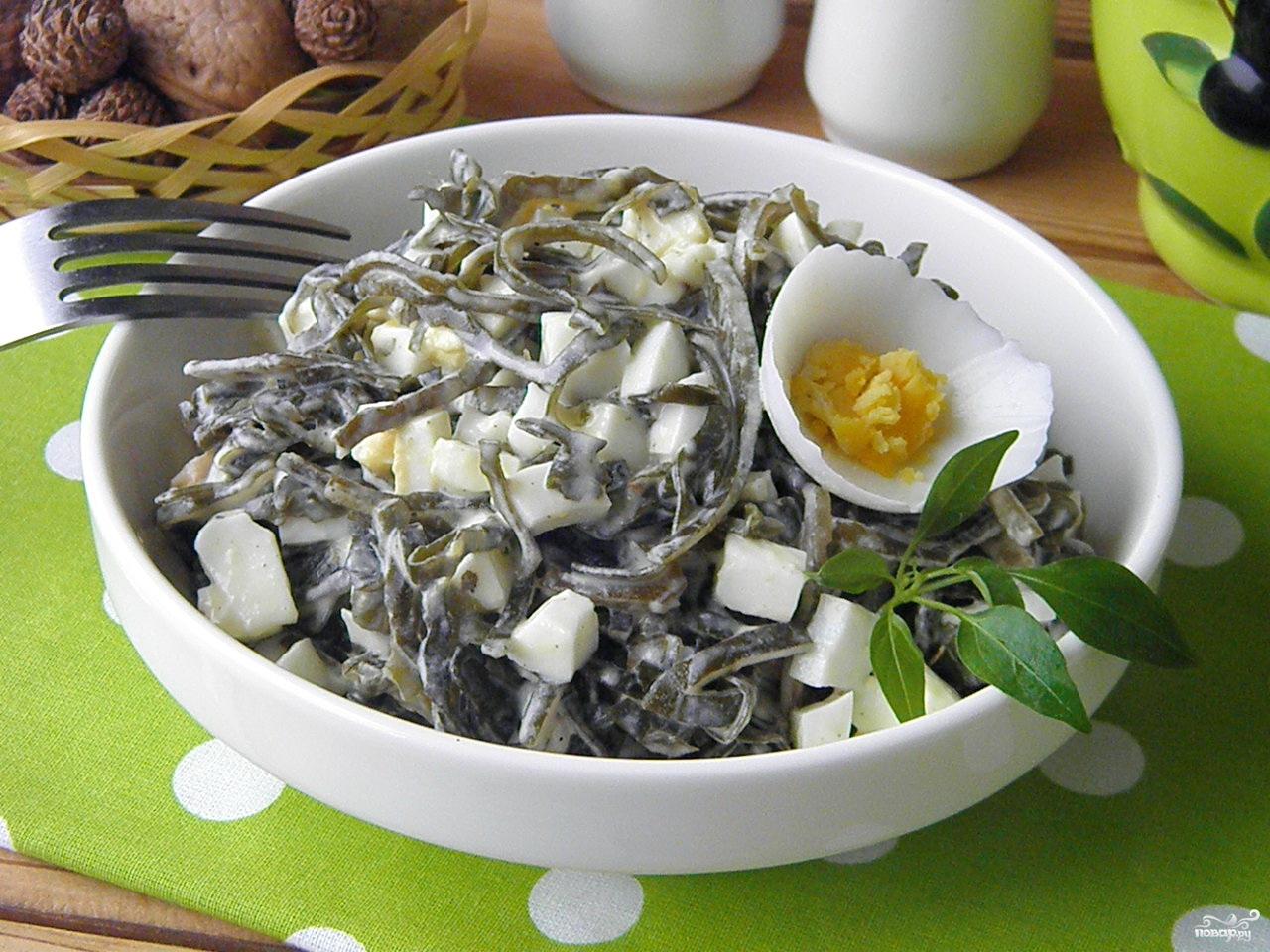 салат с морской капусты и яйцом