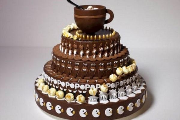 Этот выглядит как уникально декорированный торт, но как только Вы повернете его, он оживет!